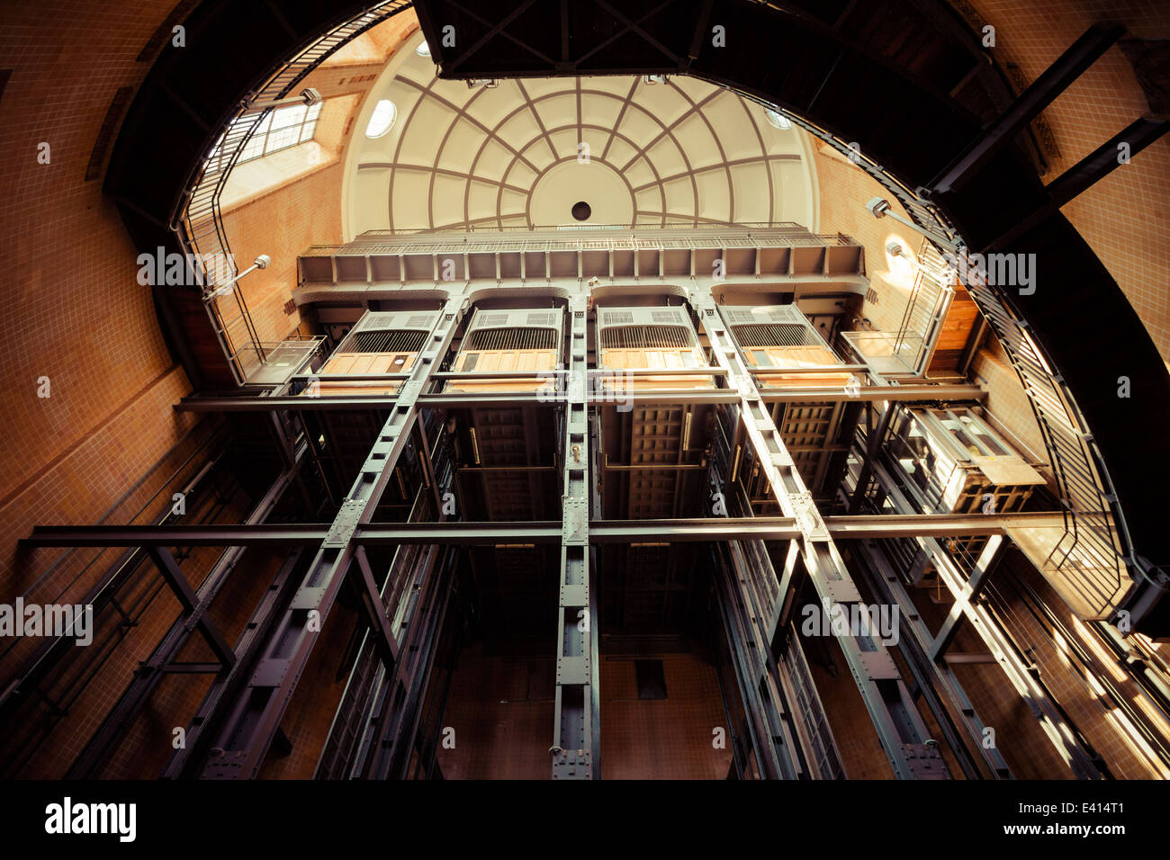 germany-hamburg-old-elbe-tunnel-st-pauli-elbe-tunnel-elevators-E414T1.jpg