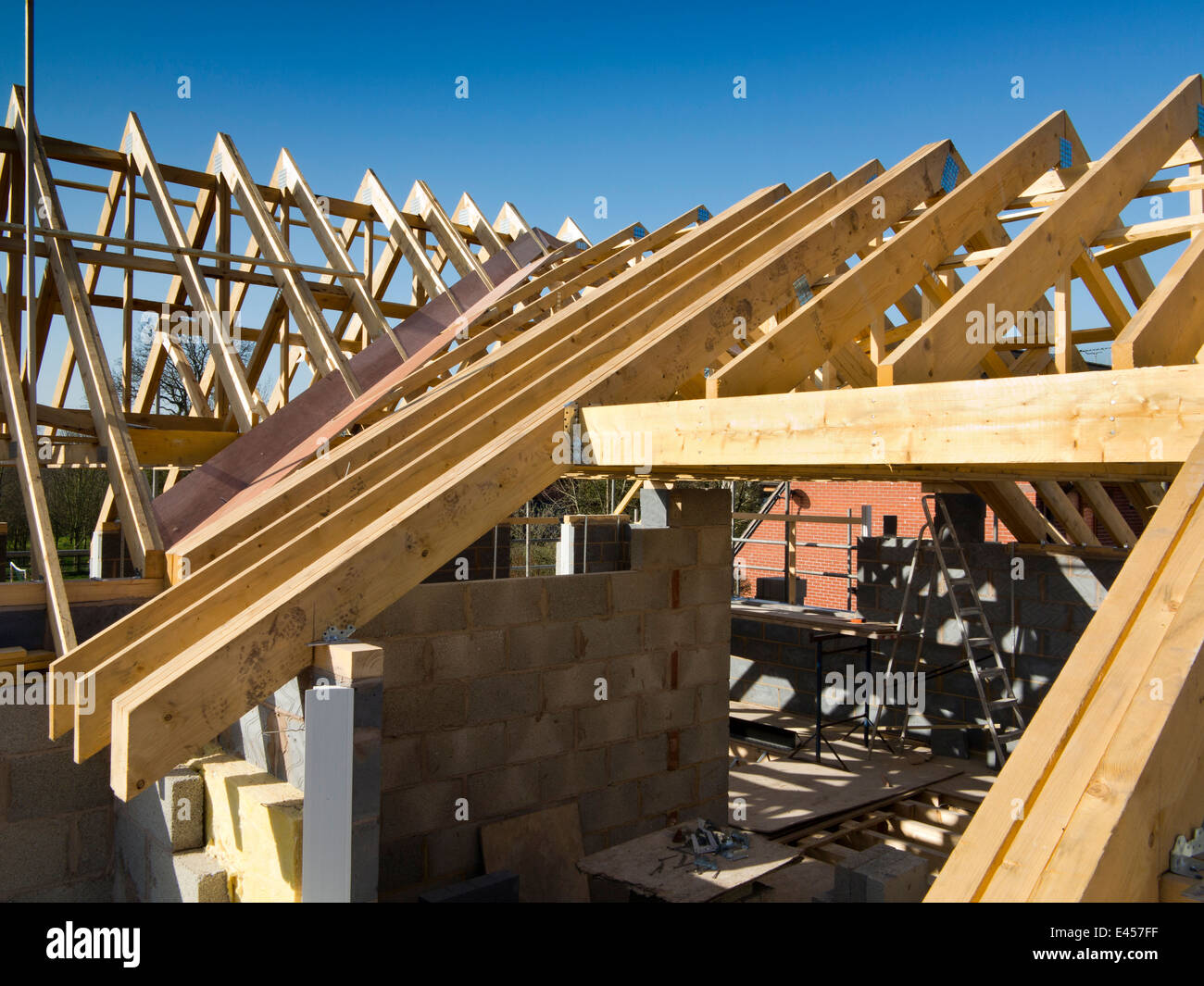 Self building house constructing roof prefabricated roof for Prefabricated wood trusses