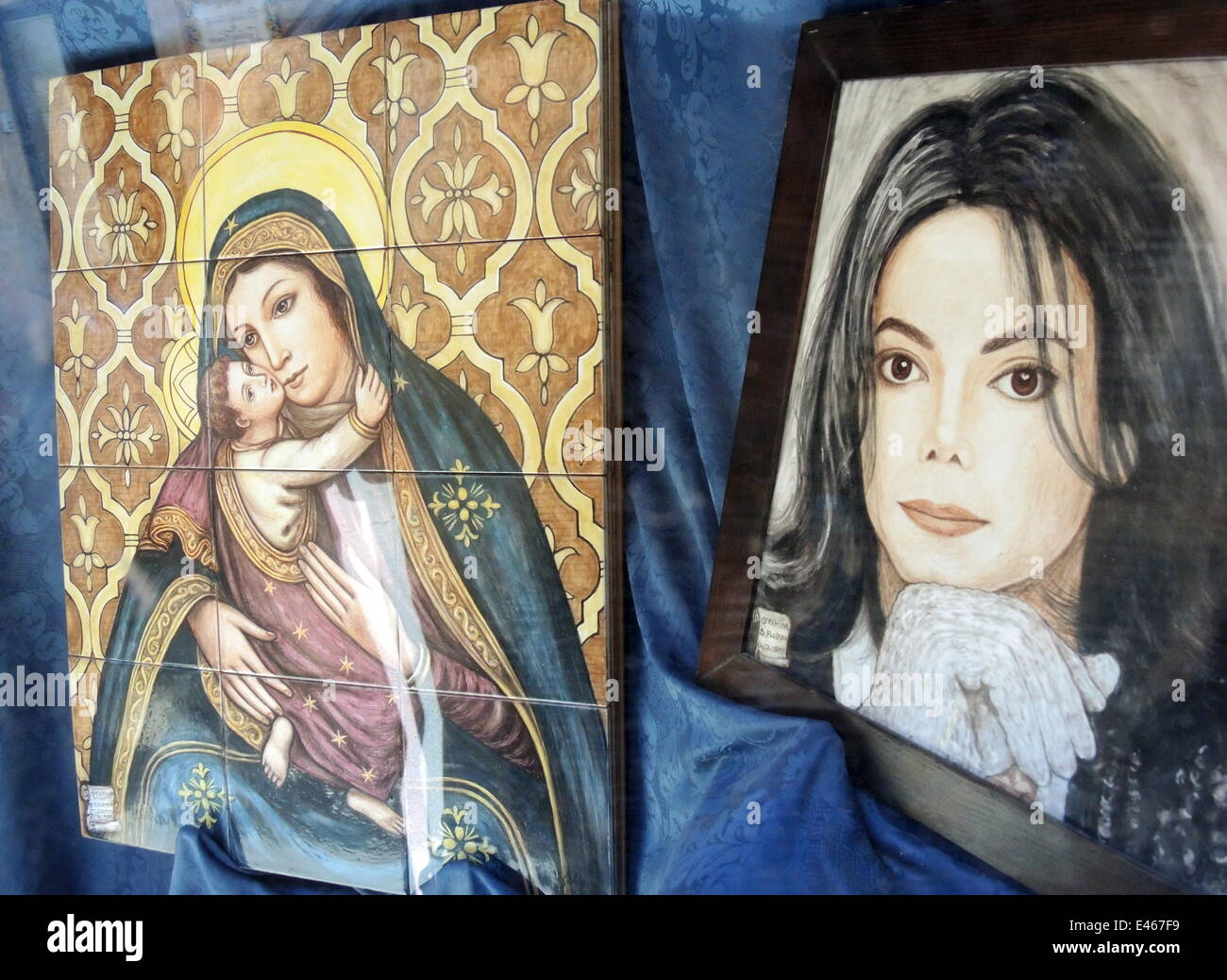 Ceramics From The American Popstar Michael Jackson R And The - Michael jackson religion