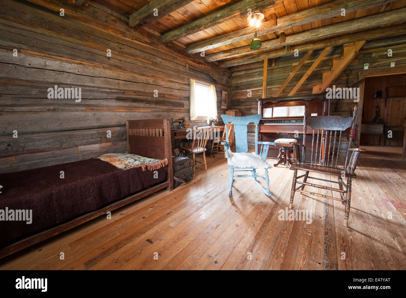 Interior room furniture log cabin building house heritage for Log cabin furniture canada