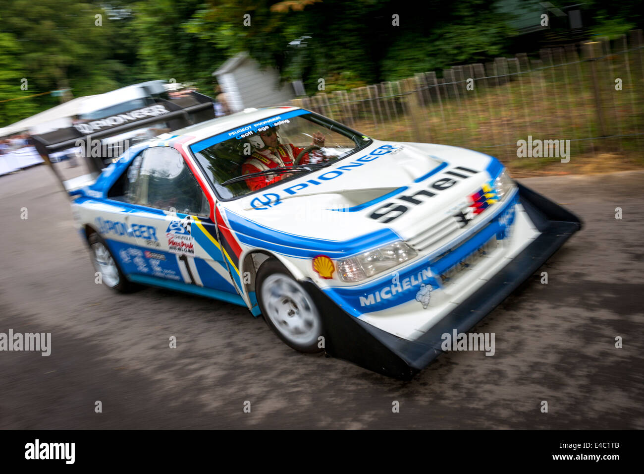 1988 peugeot 405 t16 gr pikes peak with driver enda garvey leaves stock photo royalty free. Black Bedroom Furniture Sets. Home Design Ideas