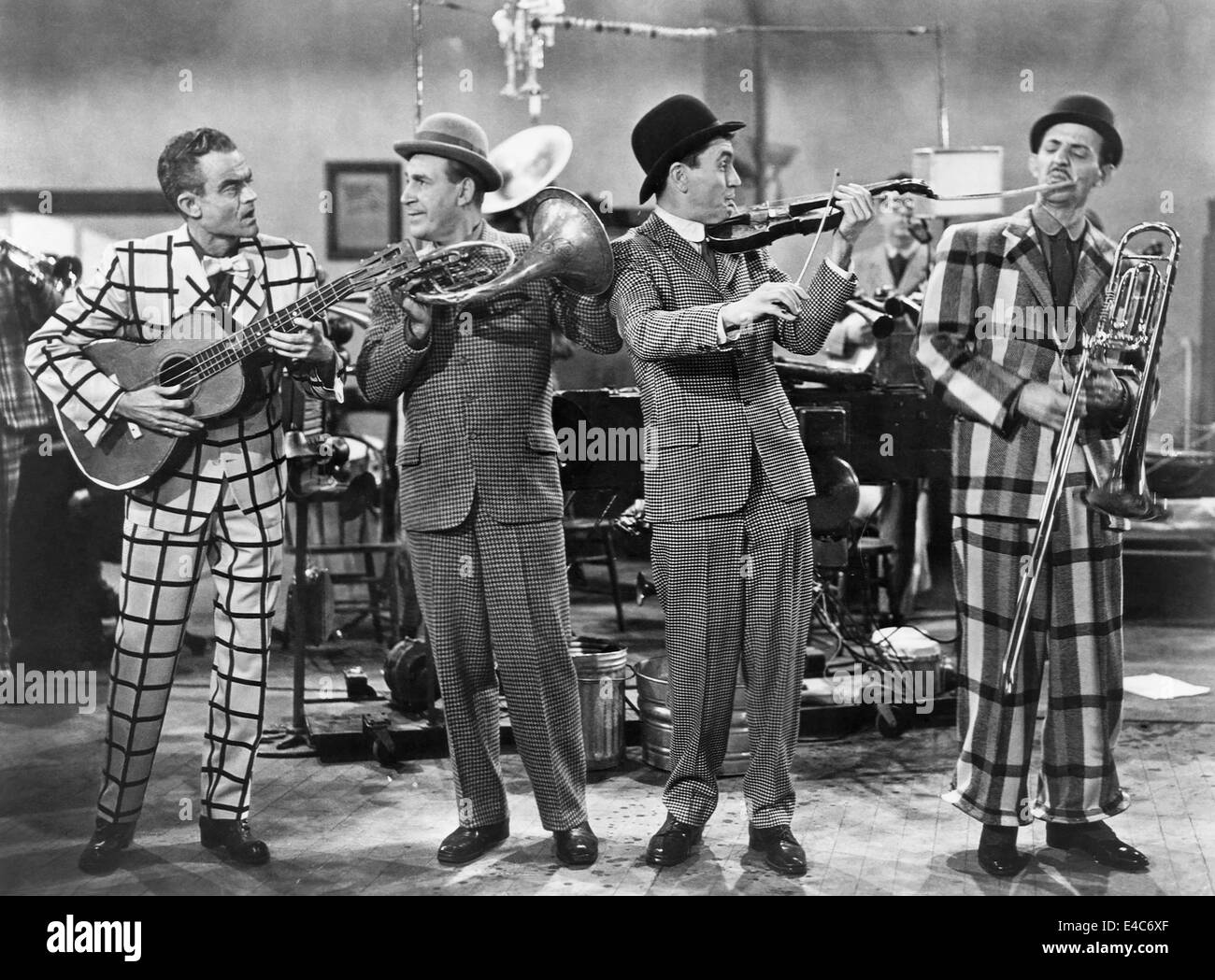 Spike Jones And His City Slickers - Dance Of The Hours / None But The Lonely Heart