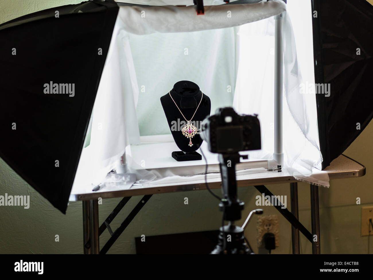 A home made light tent set up for shooting jewelry and other small items indoors : light tent for photography - memphite.com