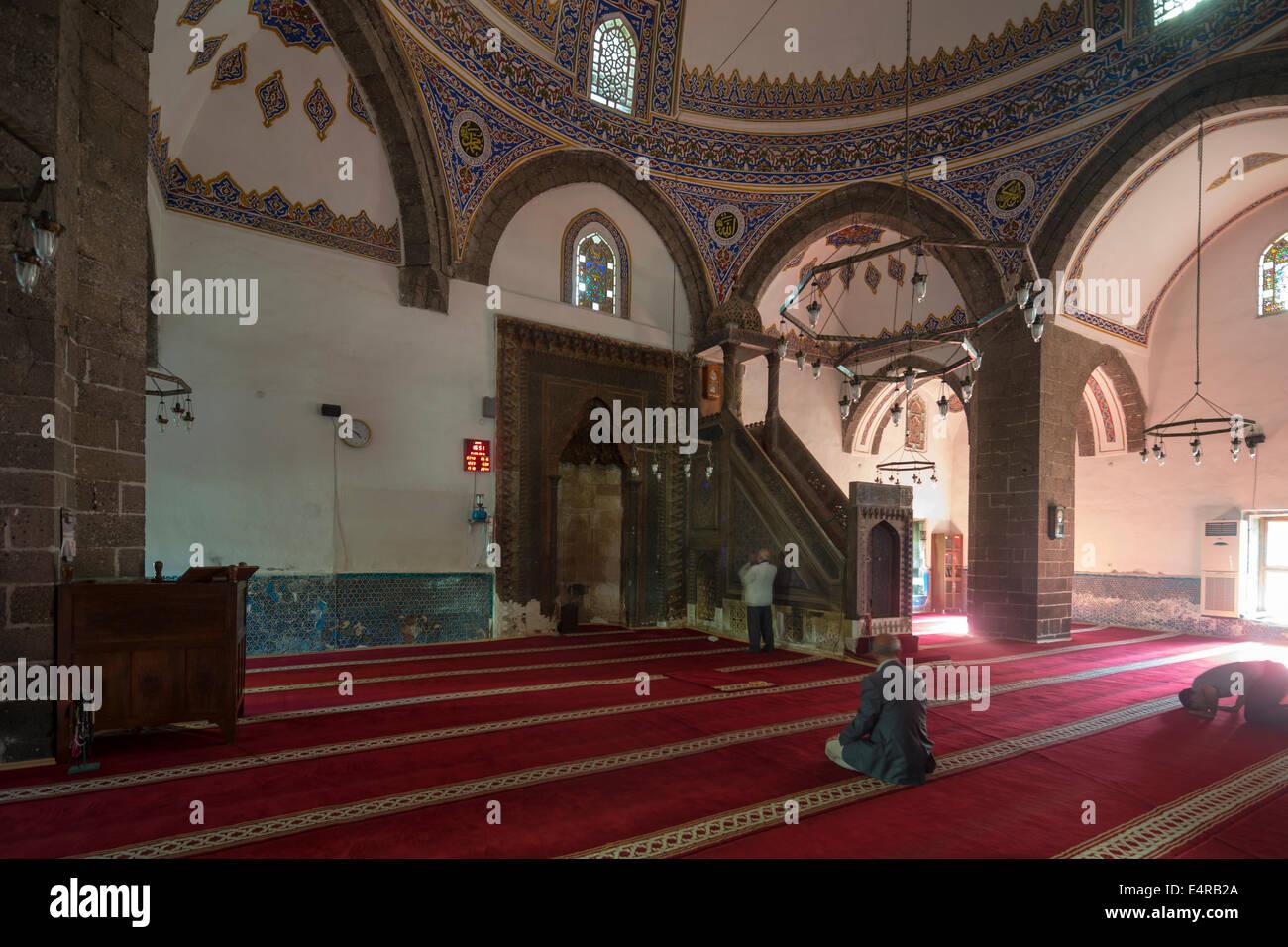 diyarbakir muslim Diyarbakir is a city that i like a lot di̇yarbakir diyarbakır çok sevdiğim bir today there are several hundred thousand muslim armenians living in.