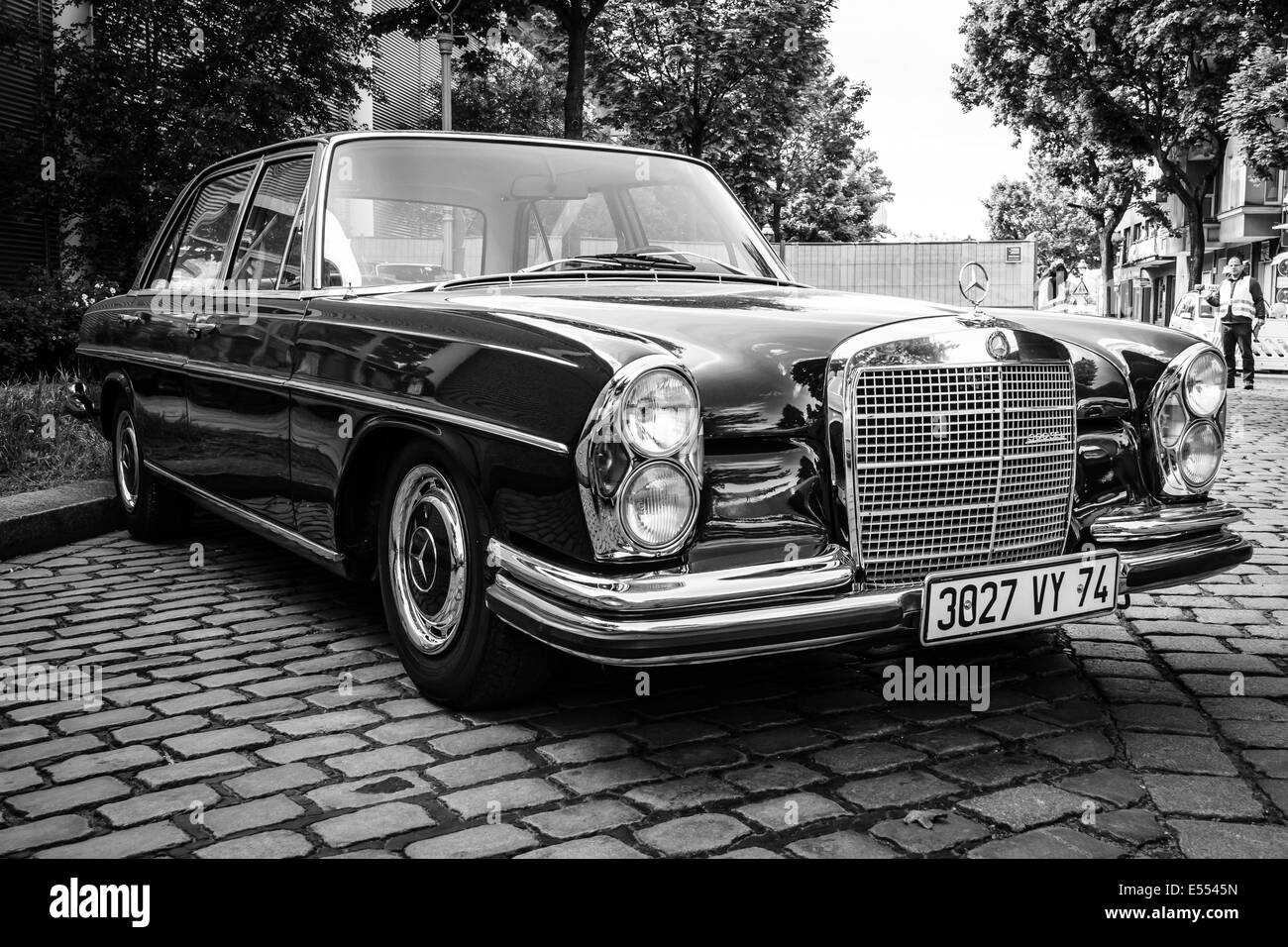 The luxury car mercedes benz 300sel w108 w109 black and for Mercedes benz stock