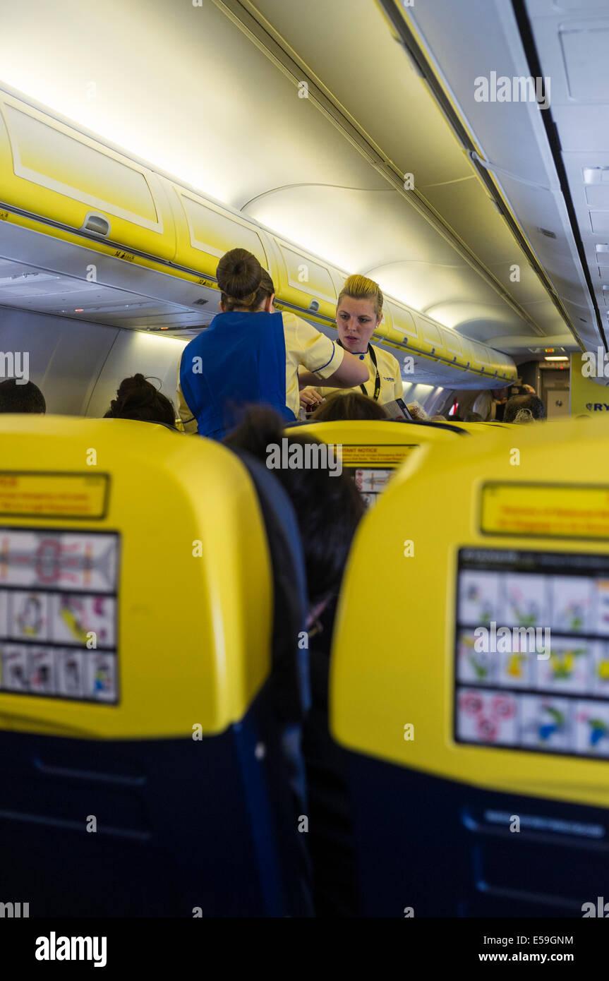 Ryanair boeing 737 800 cabin interior stock photo royalty for Interieur 737