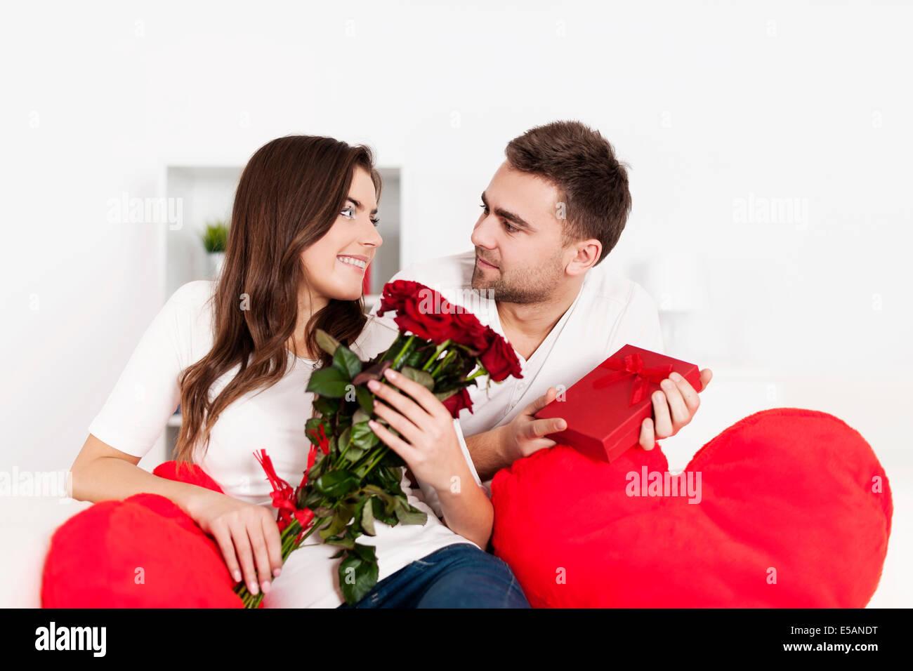 Если мужчина не дарит подарки: мнение психолога Михаила 27