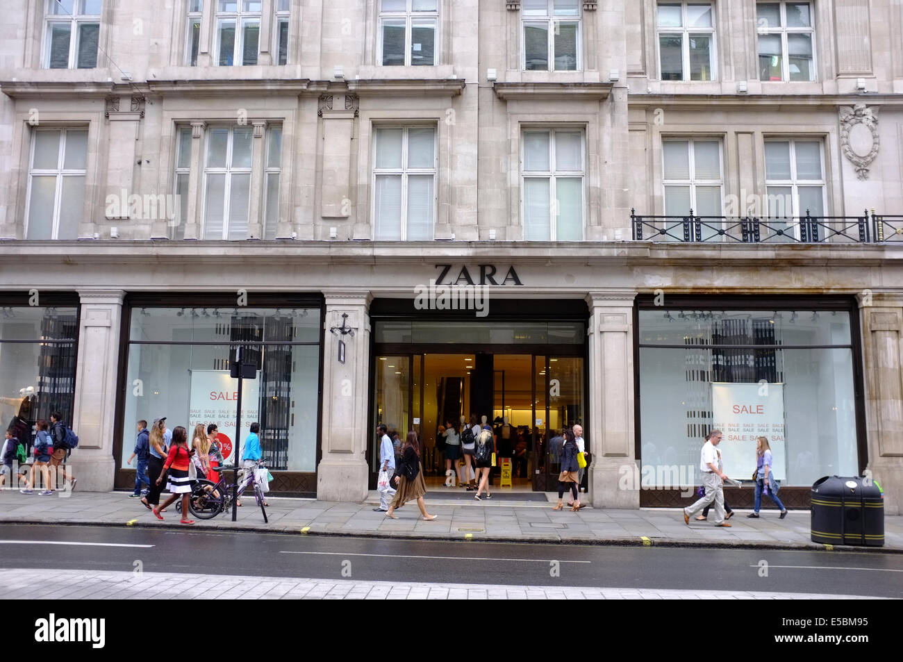 zara store on regent street london stock photo royalty free image 72172161 alamy. Black Bedroom Furniture Sets. Home Design Ideas