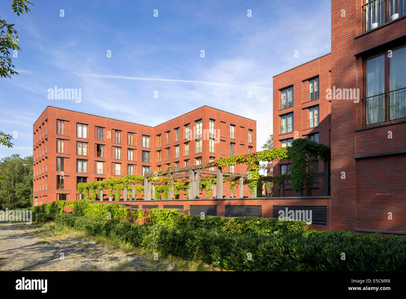residential buildings with a pergola wasserstadt oberhavel lake stock photo royalty free. Black Bedroom Furniture Sets. Home Design Ideas