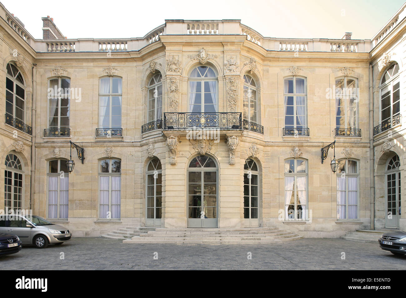 france paris 7e hotel particulier hotel de matignon 56 rue de stock photo 72239229 alamy. Black Bedroom Furniture Sets. Home Design Ideas