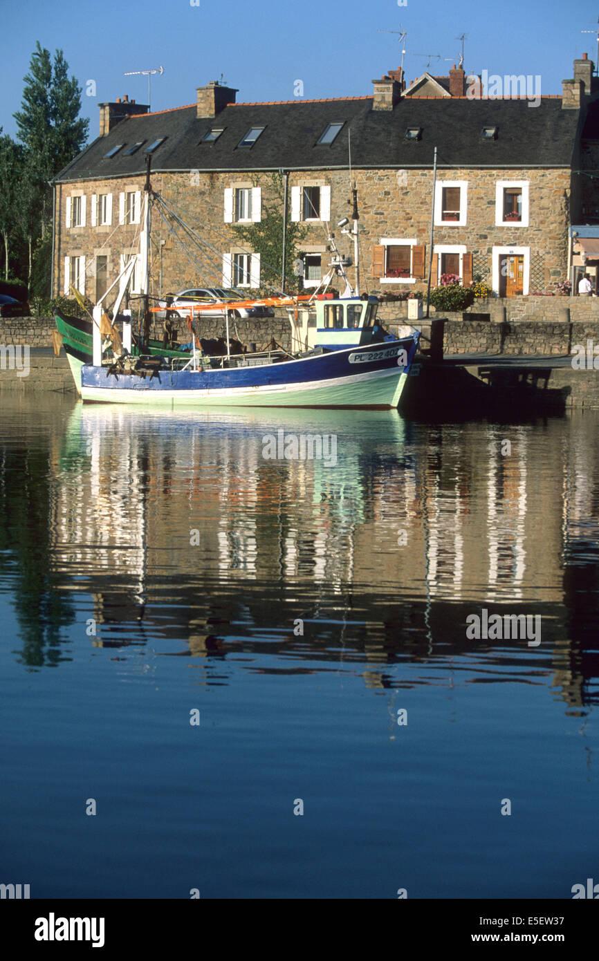France bretagne cotes d 39 armor paimpol port petit bateau de peche stock photo royalty free - Port de peche cote d armor ...