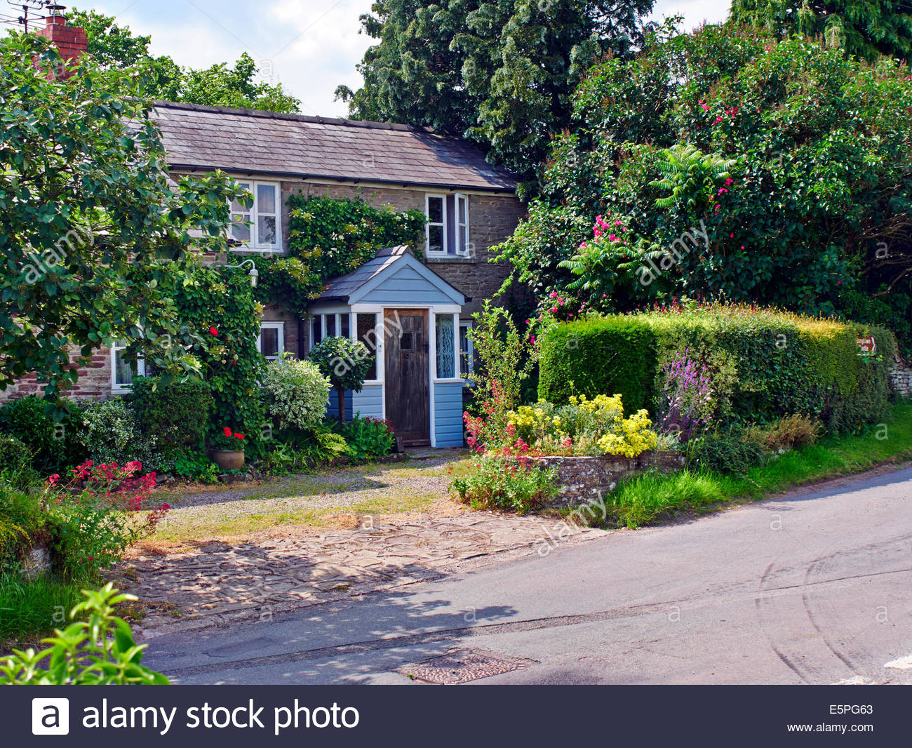A Country House With Cottage Garden In The British Uk Countryside - Country house uk