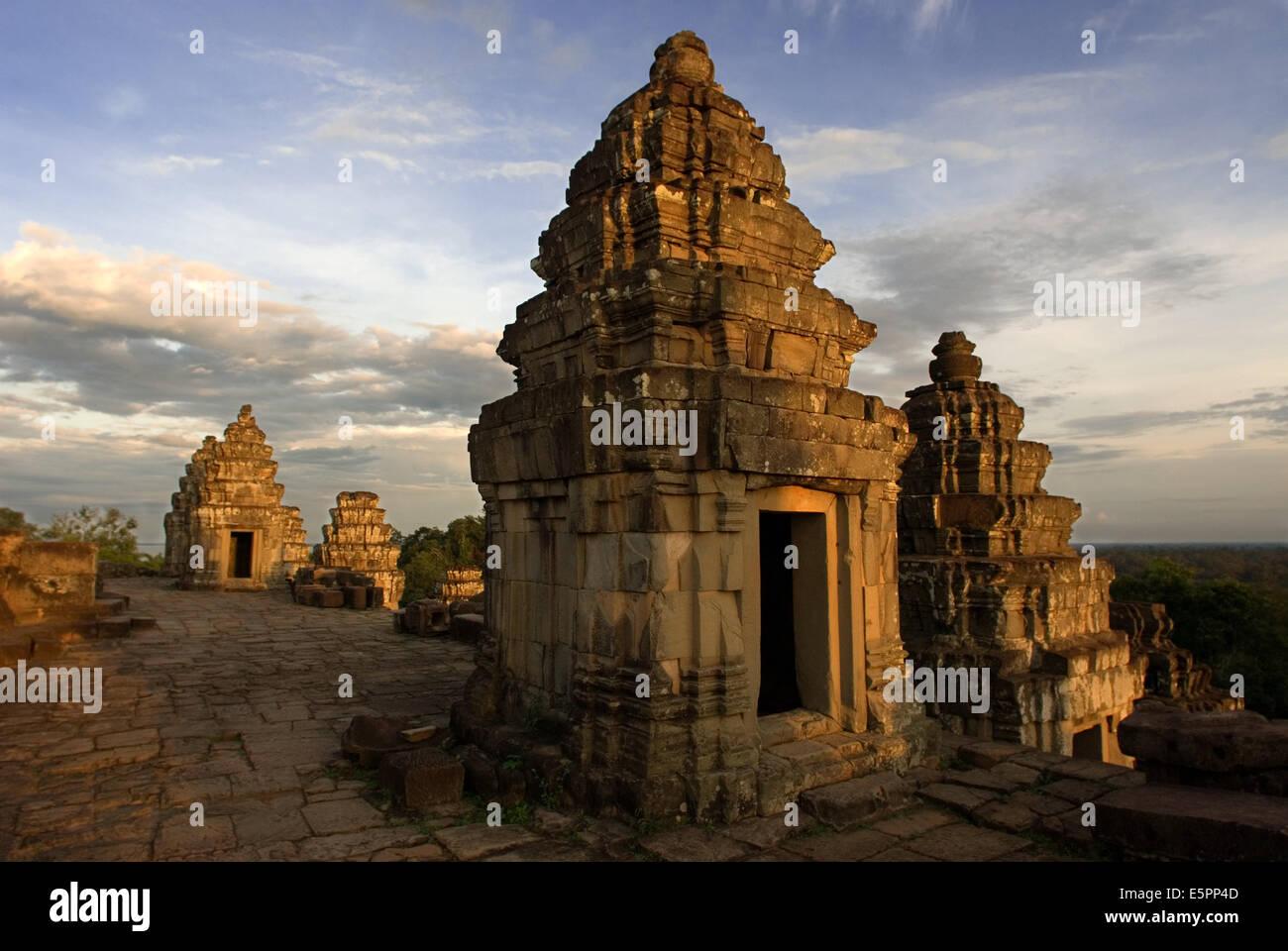 Phnom Bakheng (Bakheng Hill) - Highest Temple in Angkor ...  |Phnom Bakheng Temple