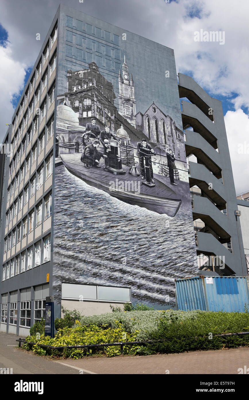 Mural on the graham hills building of strathclyde for Mural on building