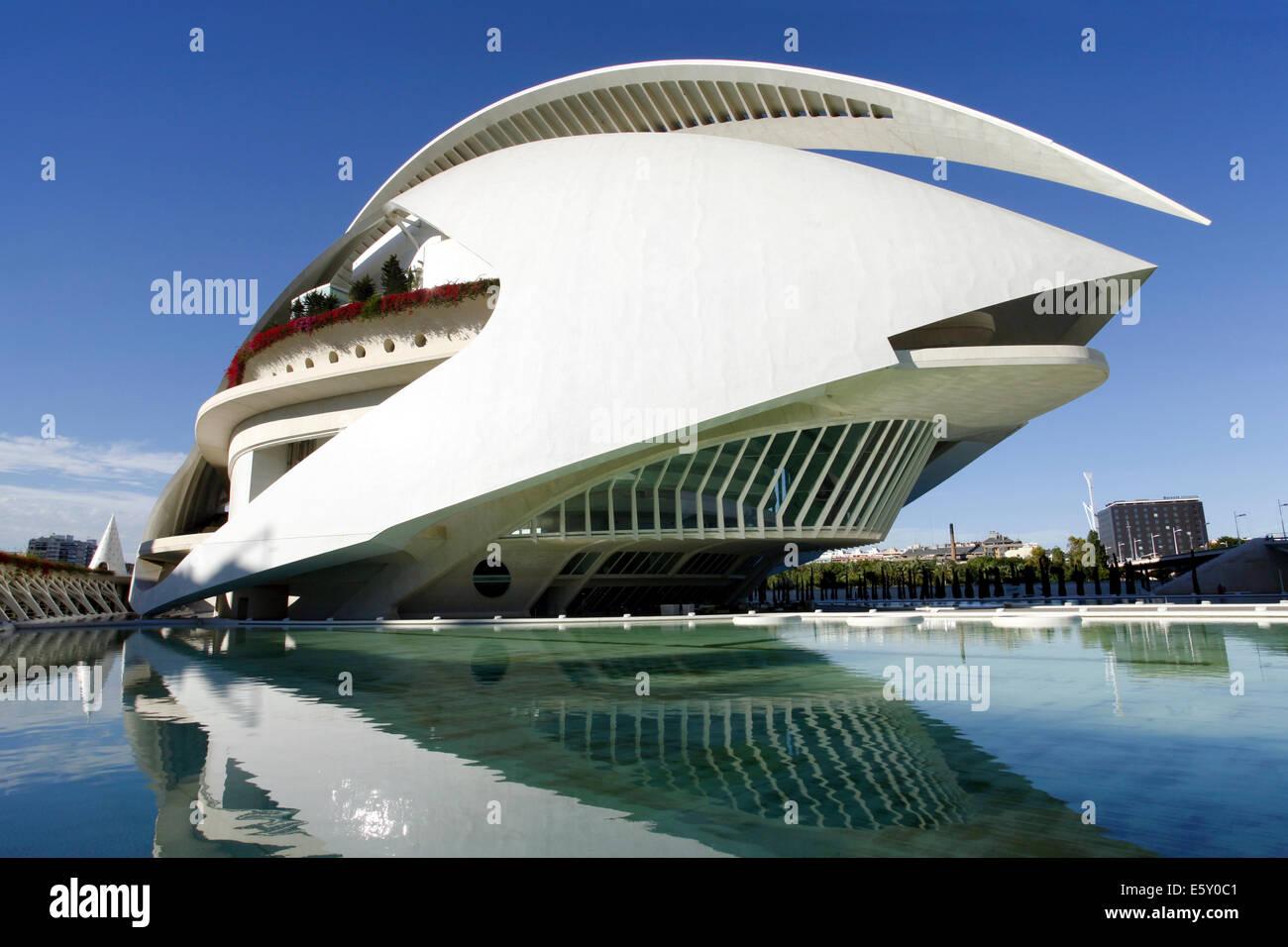 Palau de les arts reina sofia opera house ciudad de las - Palau de les heures ...