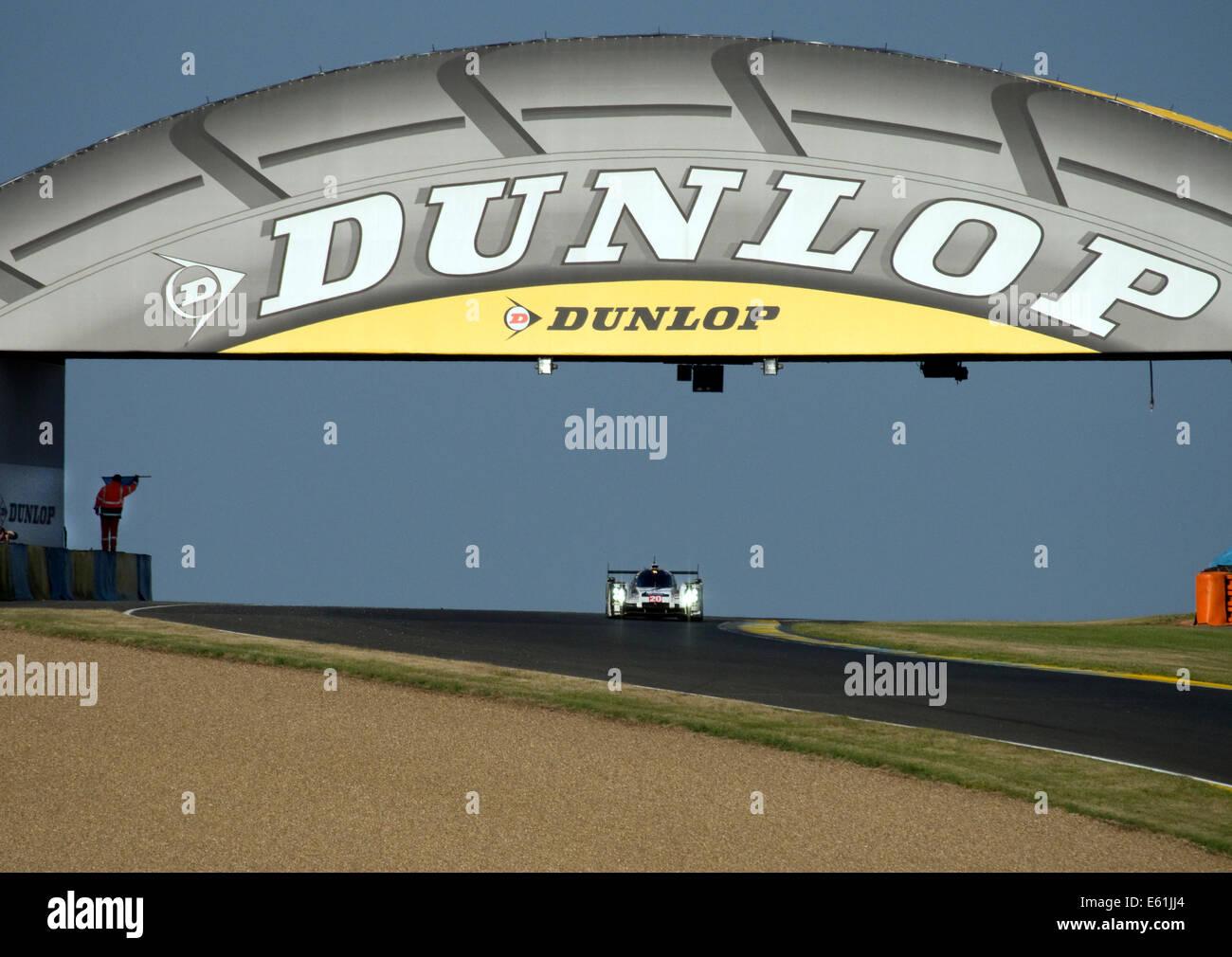 Mark Webber In His Porsche 919 Hybrid At Dunlop Bridge Le
