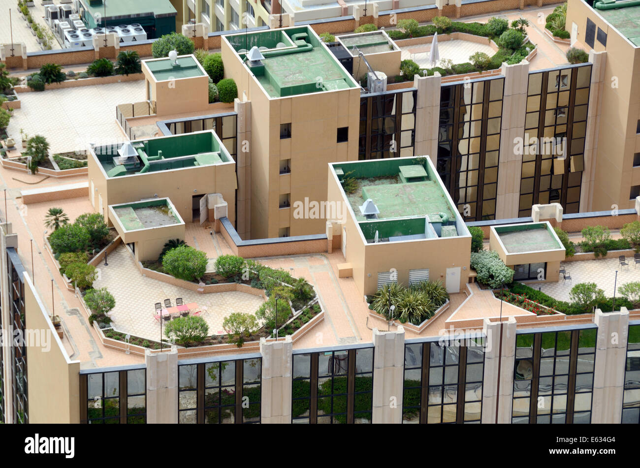 Fancy Apartment Building roof top gardens and roof terraces atop luxury apartment building
