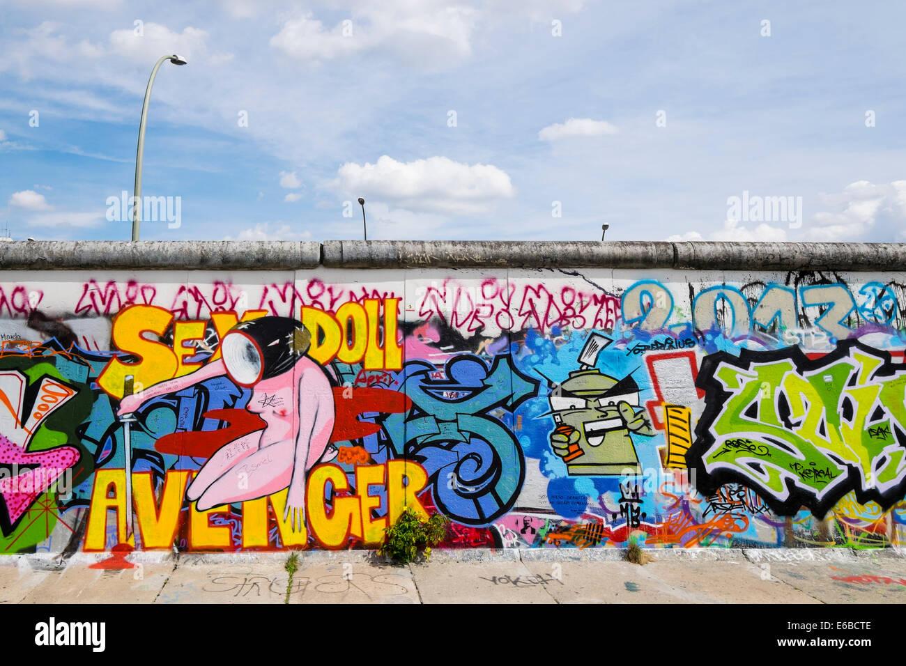Grafiti wall berlin - Graffiti On Original Section Of Berlin Wall At East Side Gallery In Friedrichshain In Berlin Germany