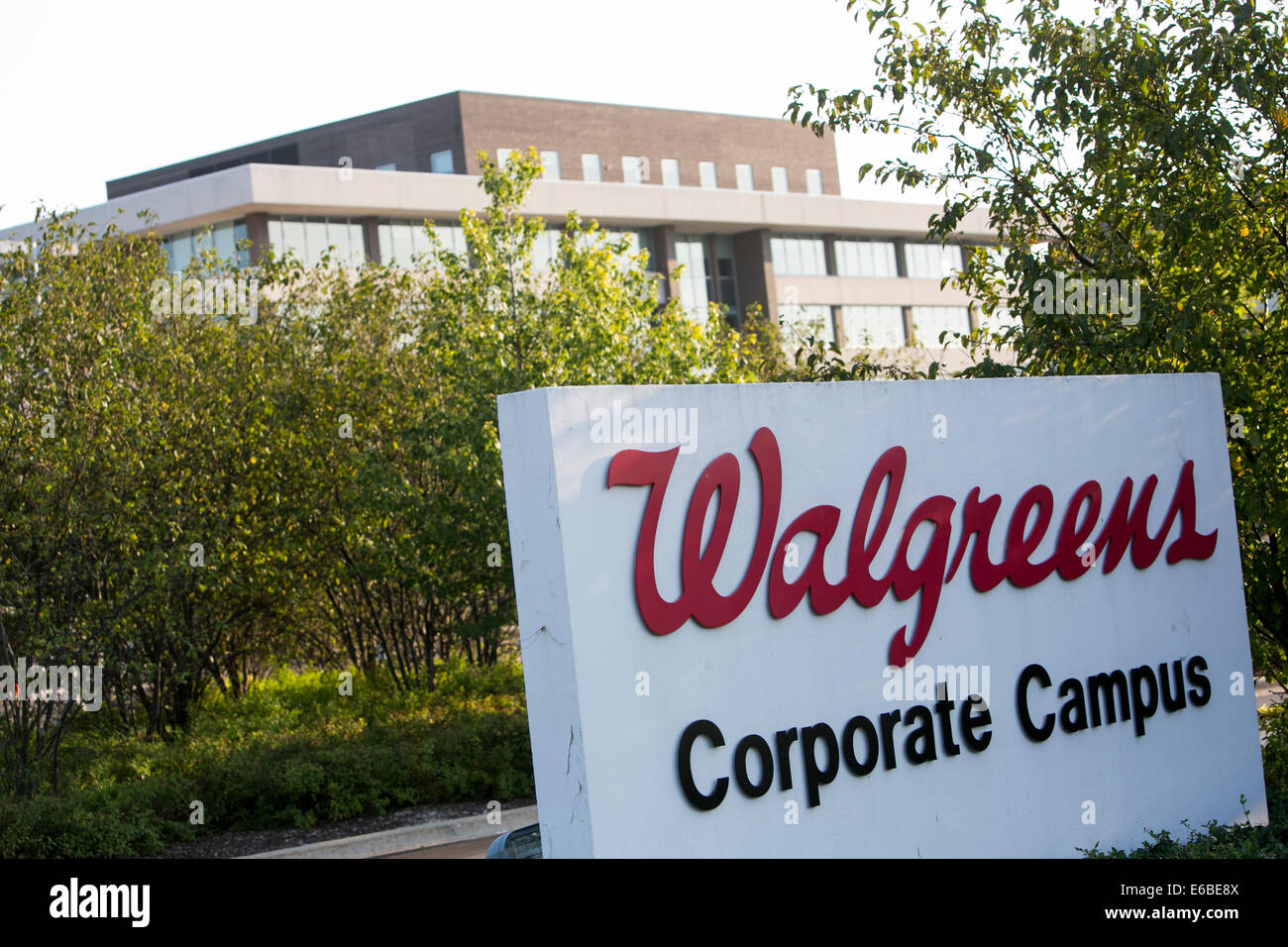 The headquarters of Walgreens in Deerfield, Illinois Stock Photo ...