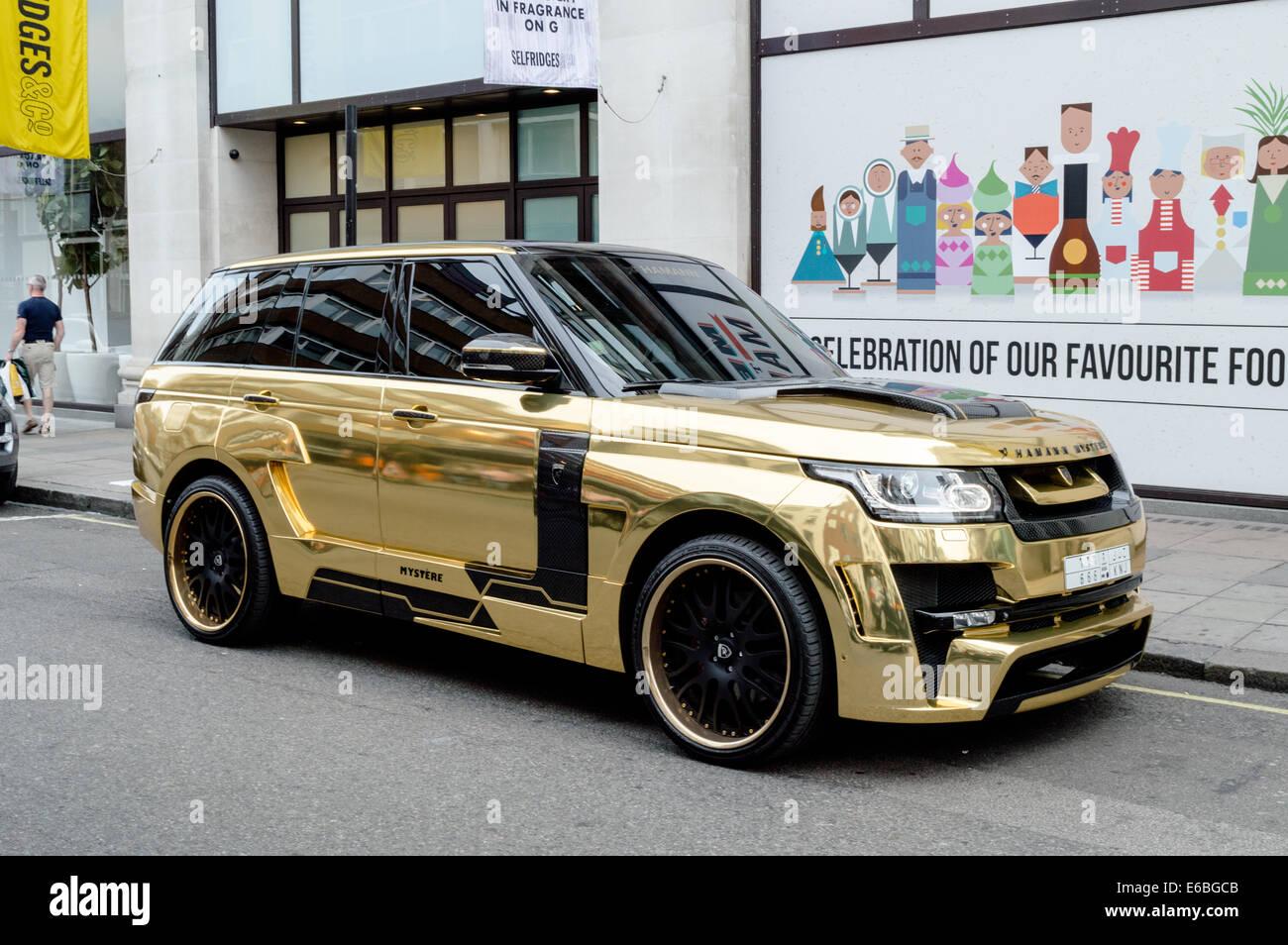 Saudi Gold Range Rover Parked Outside Of Selfridges Knightsbridge - Range rover stock