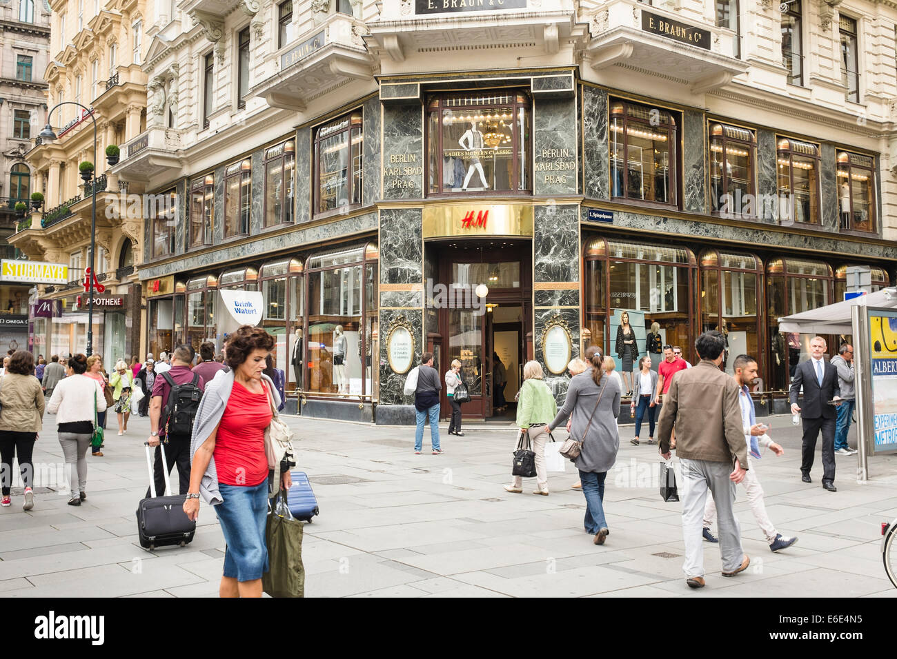 h m shop graben vienna europe stock photo royalty free image 72840465 alamy. Black Bedroom Furniture Sets. Home Design Ideas