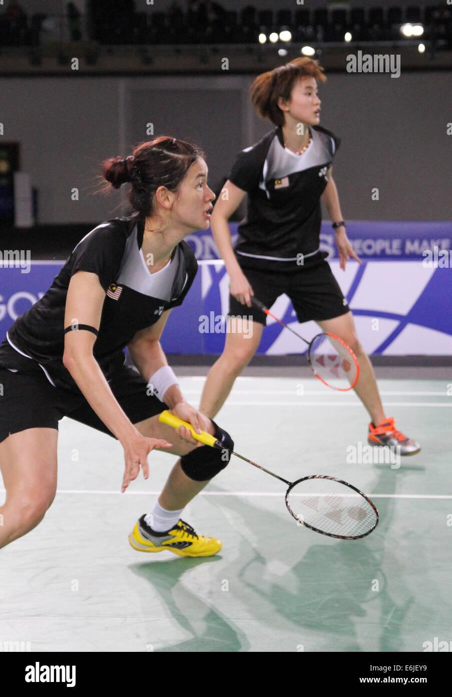 Khe Wei Woon front & Vivian Kah Mun Hoo back of Malaysia v