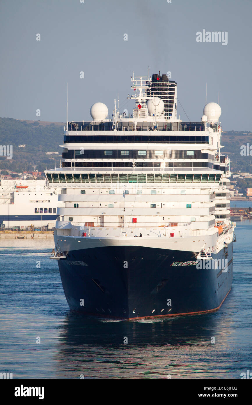 Holland America Line Cruise Ship MS Nieuw Amsterdam Departing The - Holland new amsterdam cruise ship