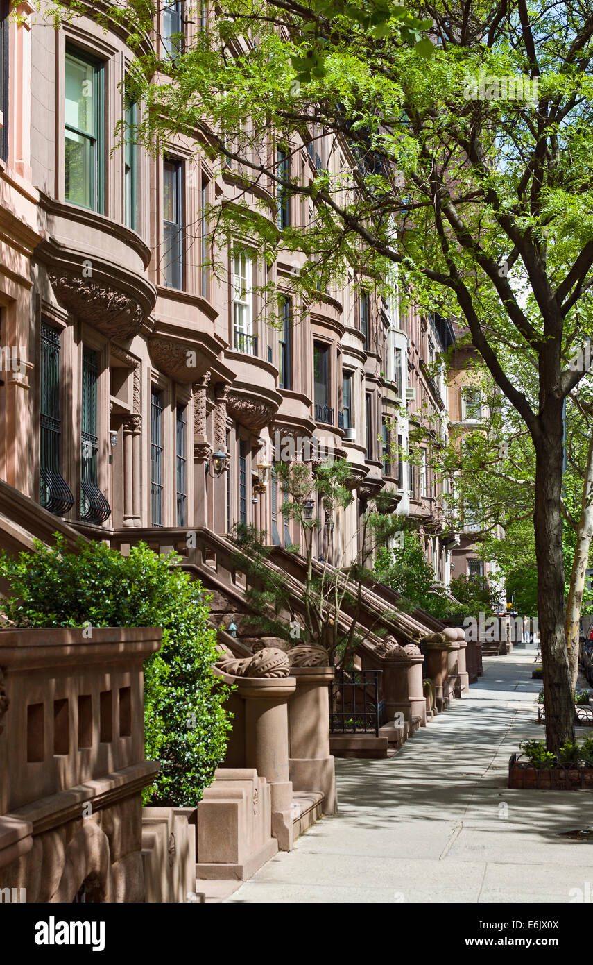 Brownstone apartment houses buildings residences on the for Buying an apartment in nyc