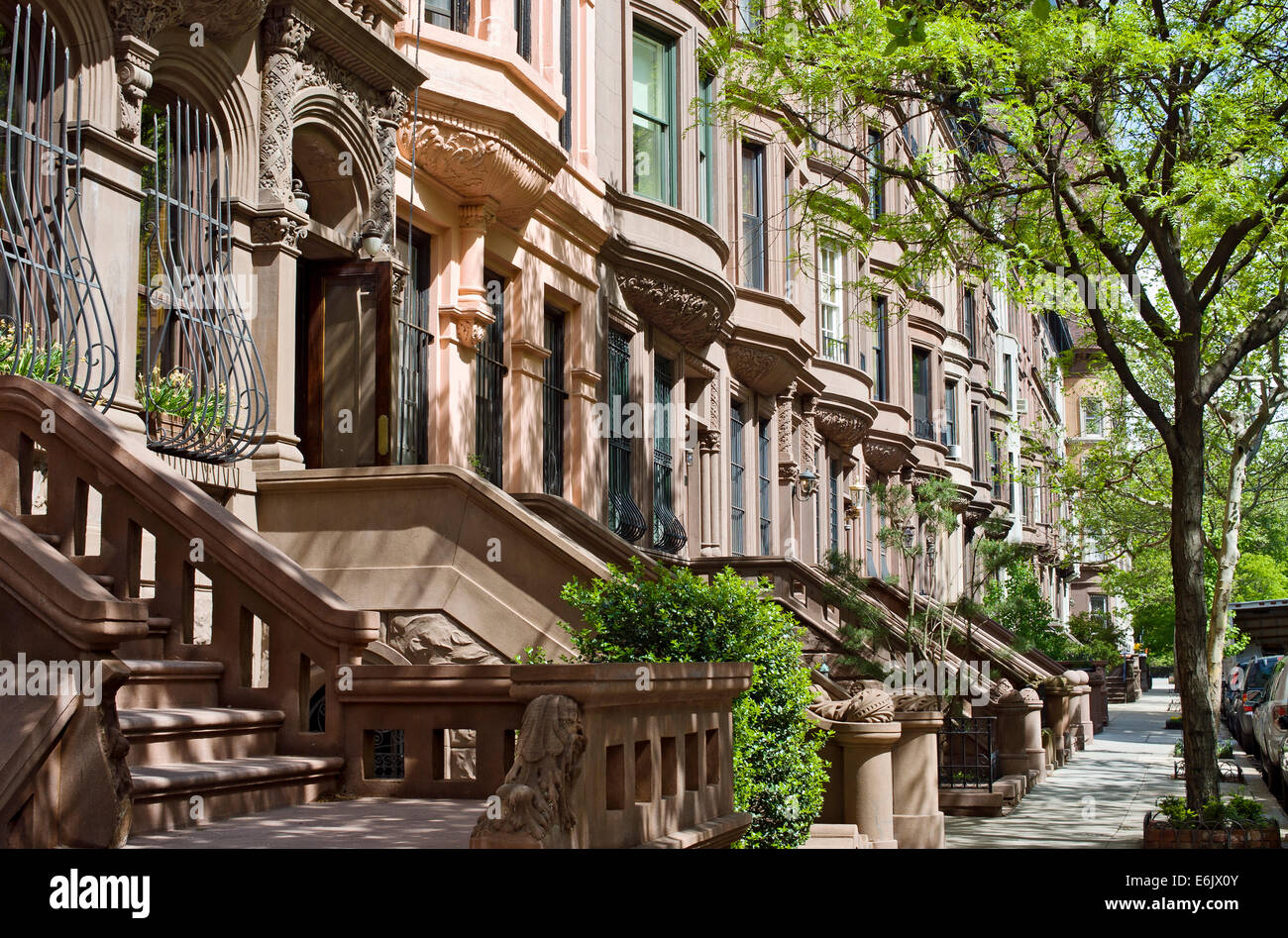 Brownstone apartment houses buildings residences on the for Apartments upper west side manhattan
