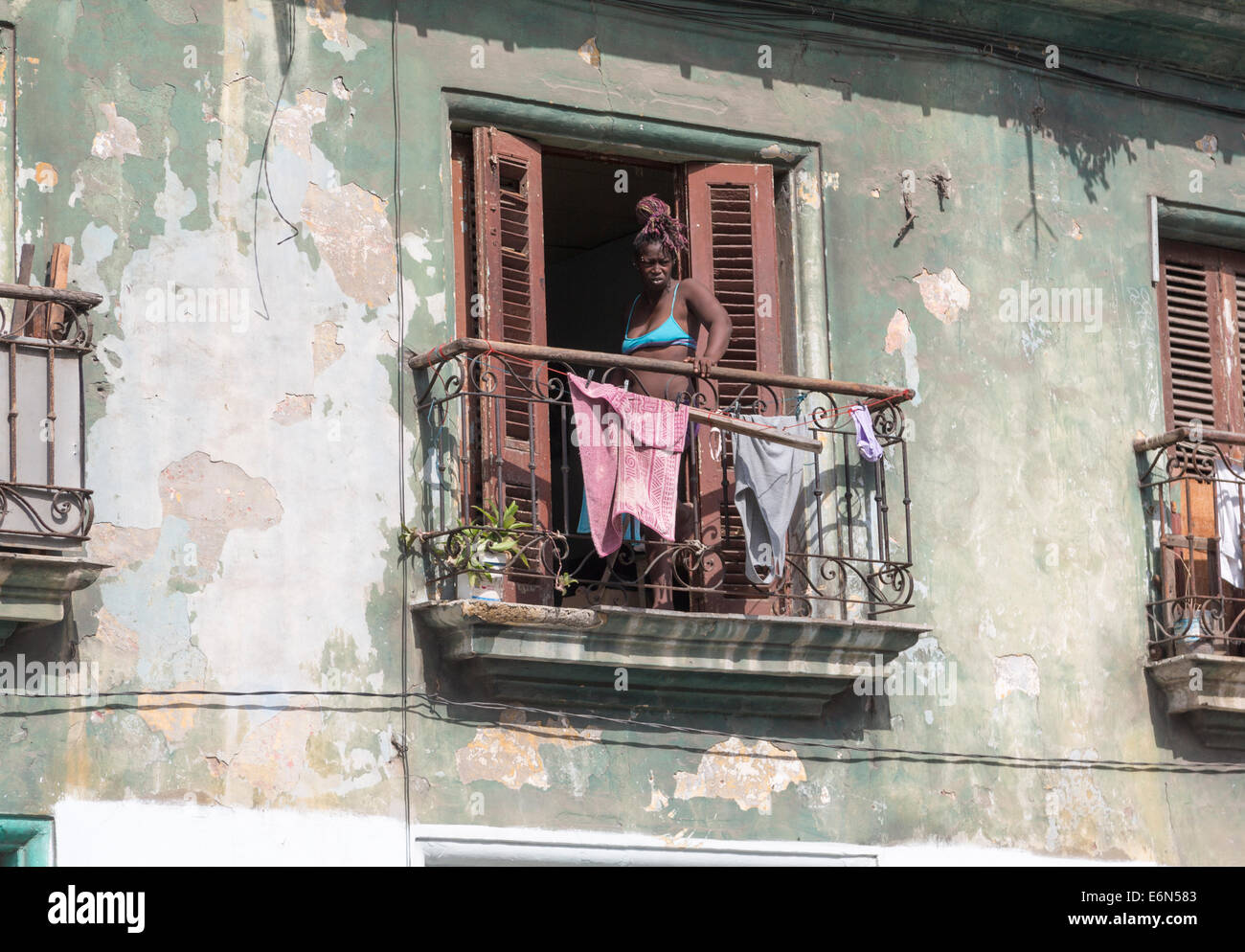 Black woman with laundry on balcony central havana cuba for Balcony sessions