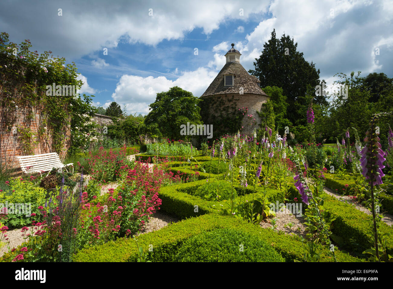 the-box-hedged-parterre-with-summer-flow