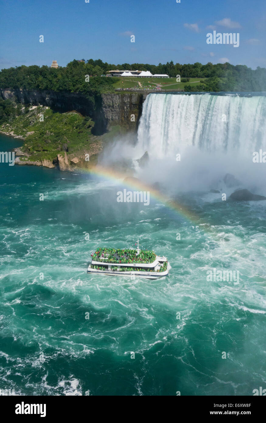 hornblower-niagara-falls-boat-tour-takes