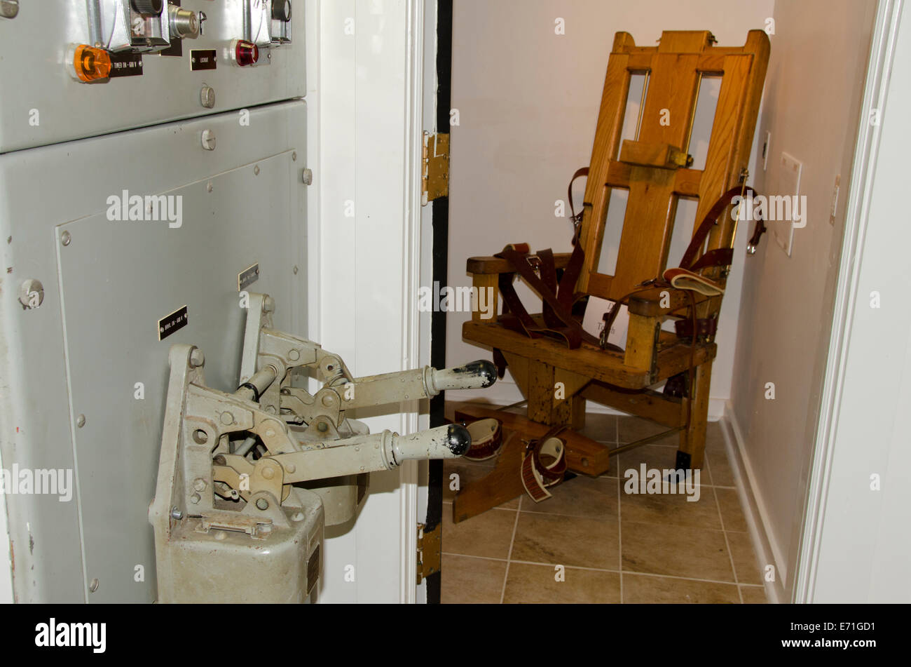 Electric chair chamber - Usa Kentucky Eddyville Lake Barkley View Of An Electric Chair In The