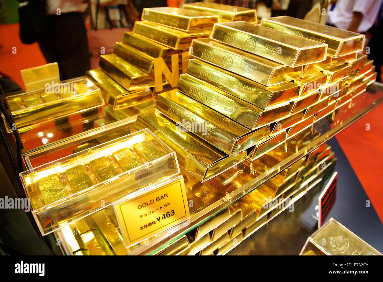 Gold bar chocolate boxes which costs 463 yen (4,40 USD) at the ...