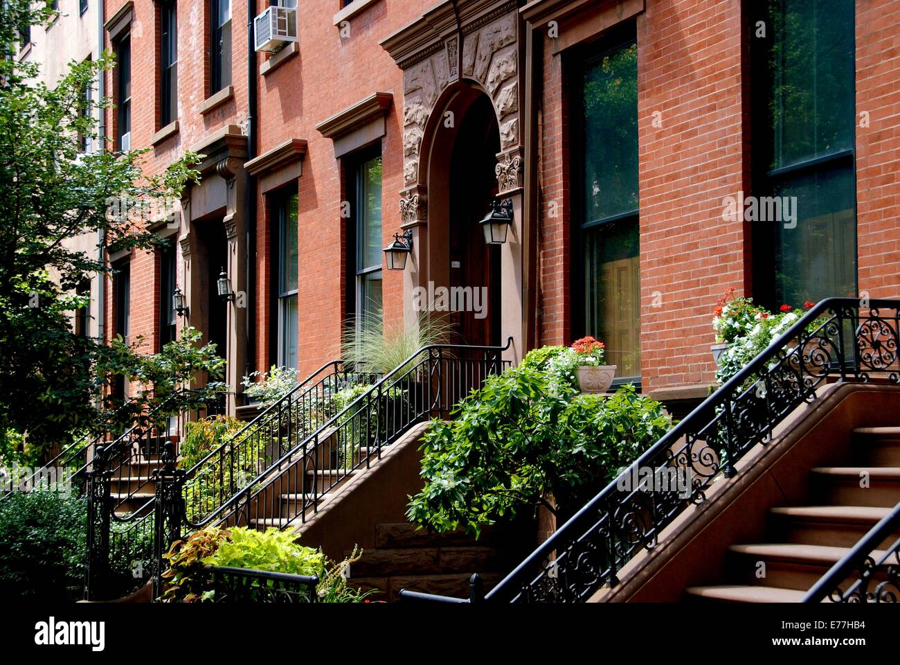 Brooklyn new york elegant brick town houses with stoops for Buy house in brooklyn