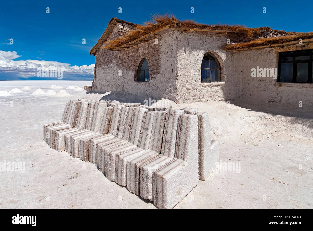 Playa blanca salt hotel made from salt blocks salar de for Salar de uyuni hotel made of salt