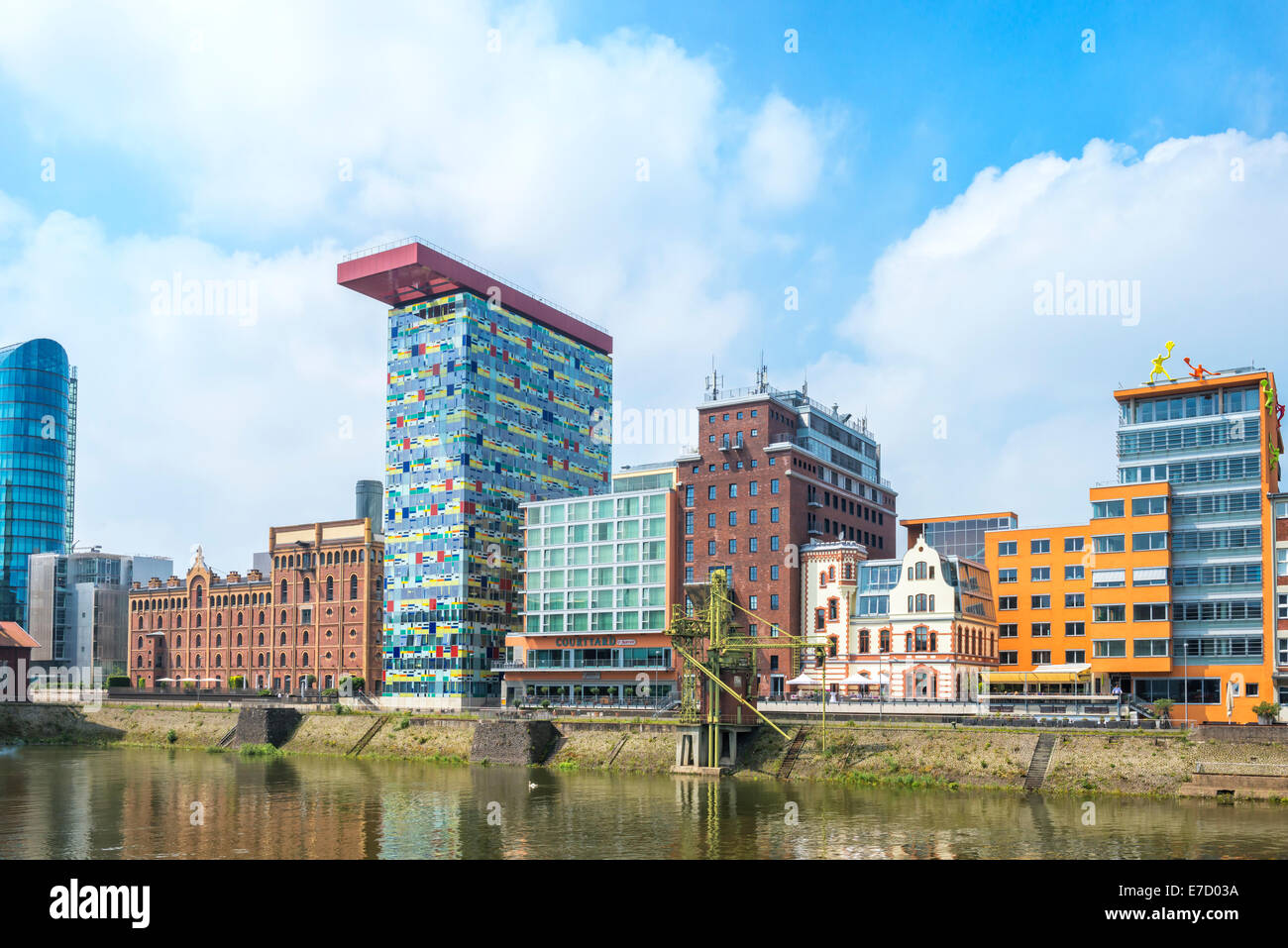 Modern office and hotel architecture media harbour for Moderne hotels nrw