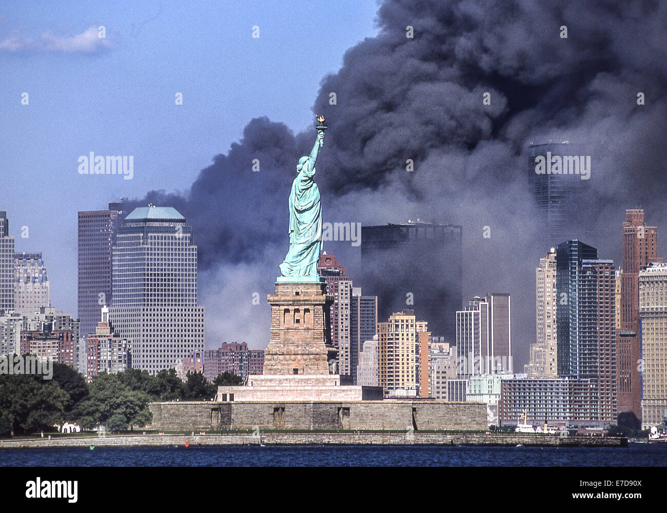 Sept 11 2001 New York New York Us The Statue Of