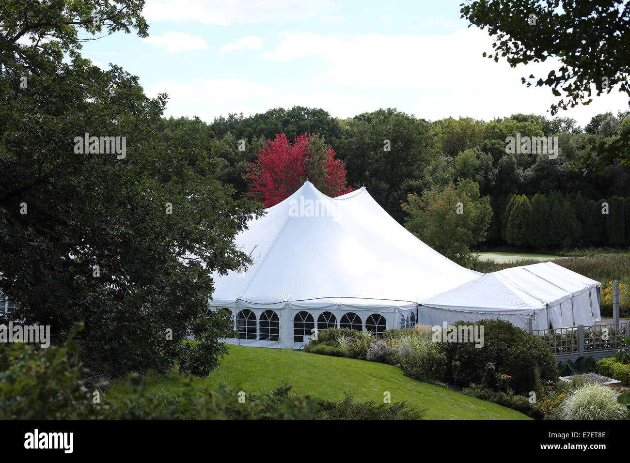 A large white wedding tent in a beautiful outdoor setting & A large white wedding tent in a beautiful outdoor setting Stock ...