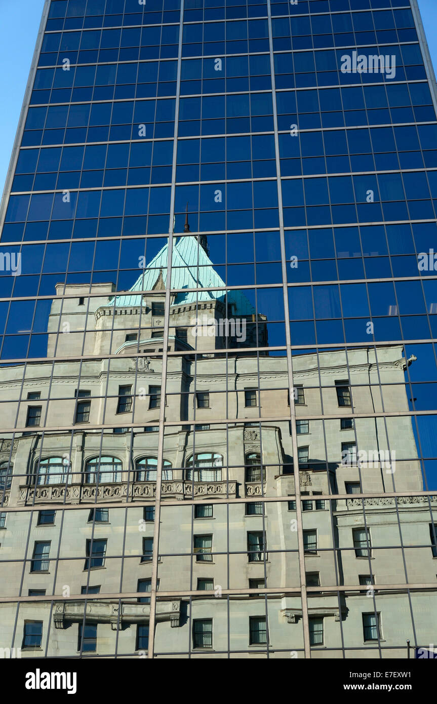 fairmont-hotel-vancouver-reflected-in-th