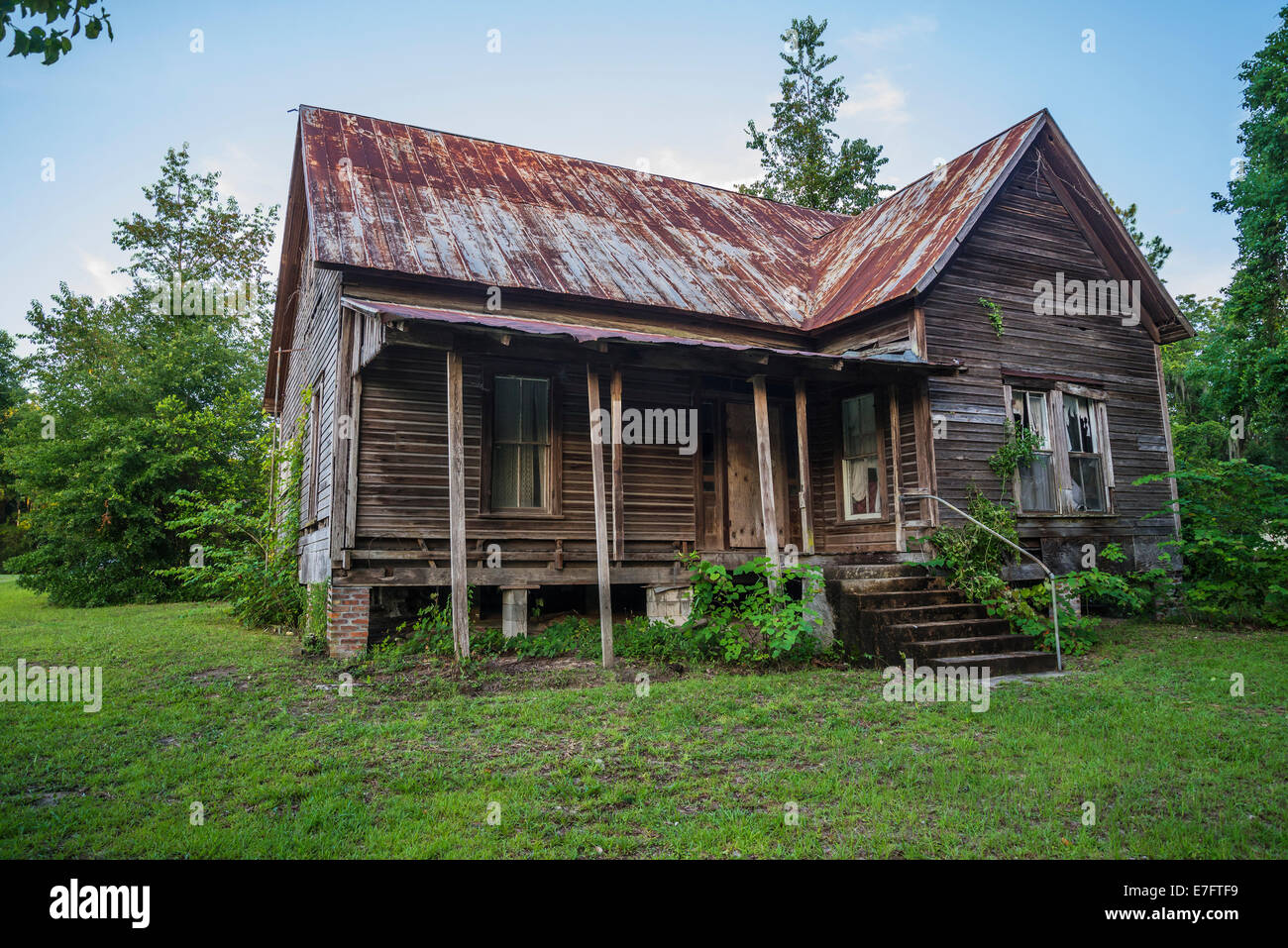 Old abandoned wooden house in rural north florida stock for Wood frame house in florida