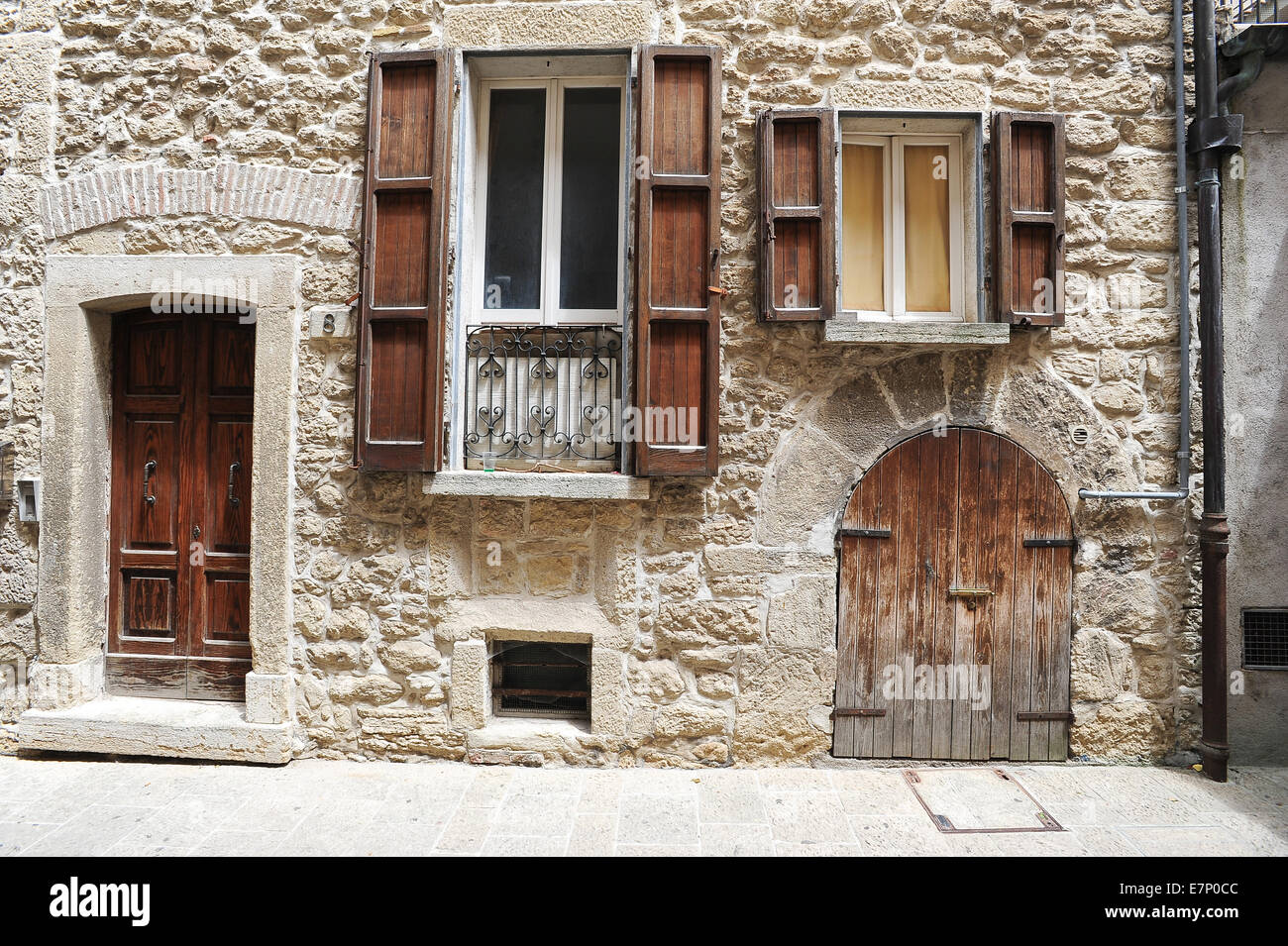 955 #684634  District Door Europe European Exterior Facade Front House Hou wallpaper European Front Doors 46251300