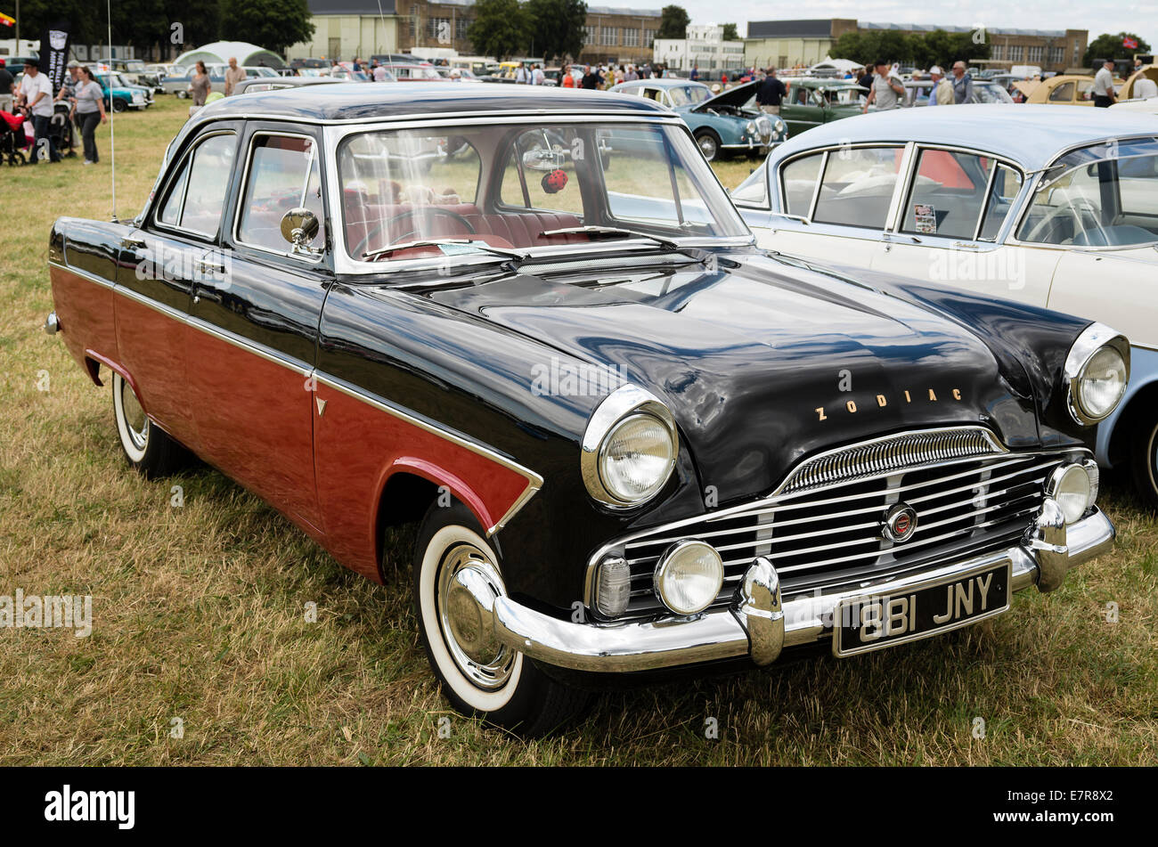 FORD ZEPHYR ZODIAC saloon car from the 1950s at an English show & FORD ZEPHYR ZODIAC saloon car from the 1950s at an English show ... markmcfarlin.com