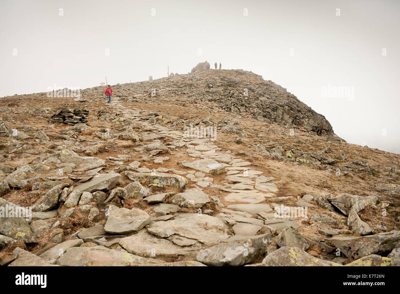 Mountains-expanse-tourism-Tourists-trekk