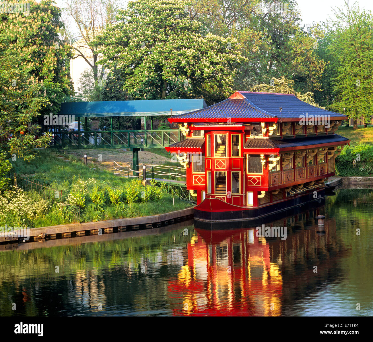 Chinese Restaurant In Regents Park On A Boat
