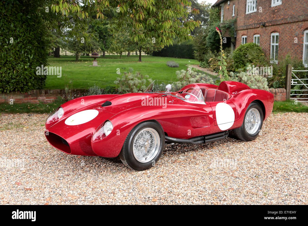 1958 Ferrari pontoon fender testarossa Stock Photo: 73748247  Alamy