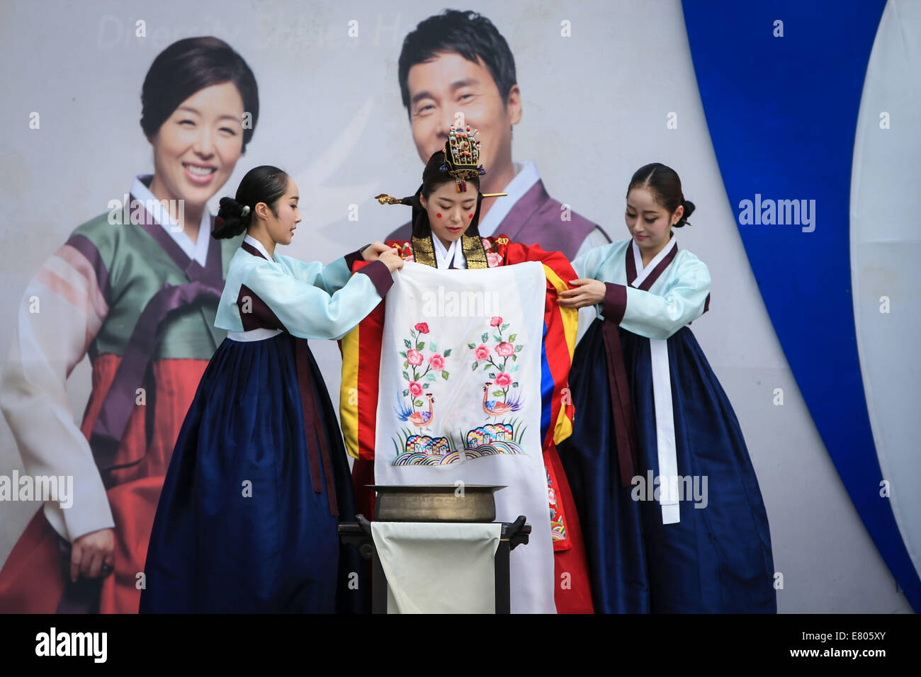 Incheon South Korea 27th Sep 2014 The Bride Wearing Traditional Korean Costumes Attends A Wedding Ceremony At Flag Plaza Of Athletes Village