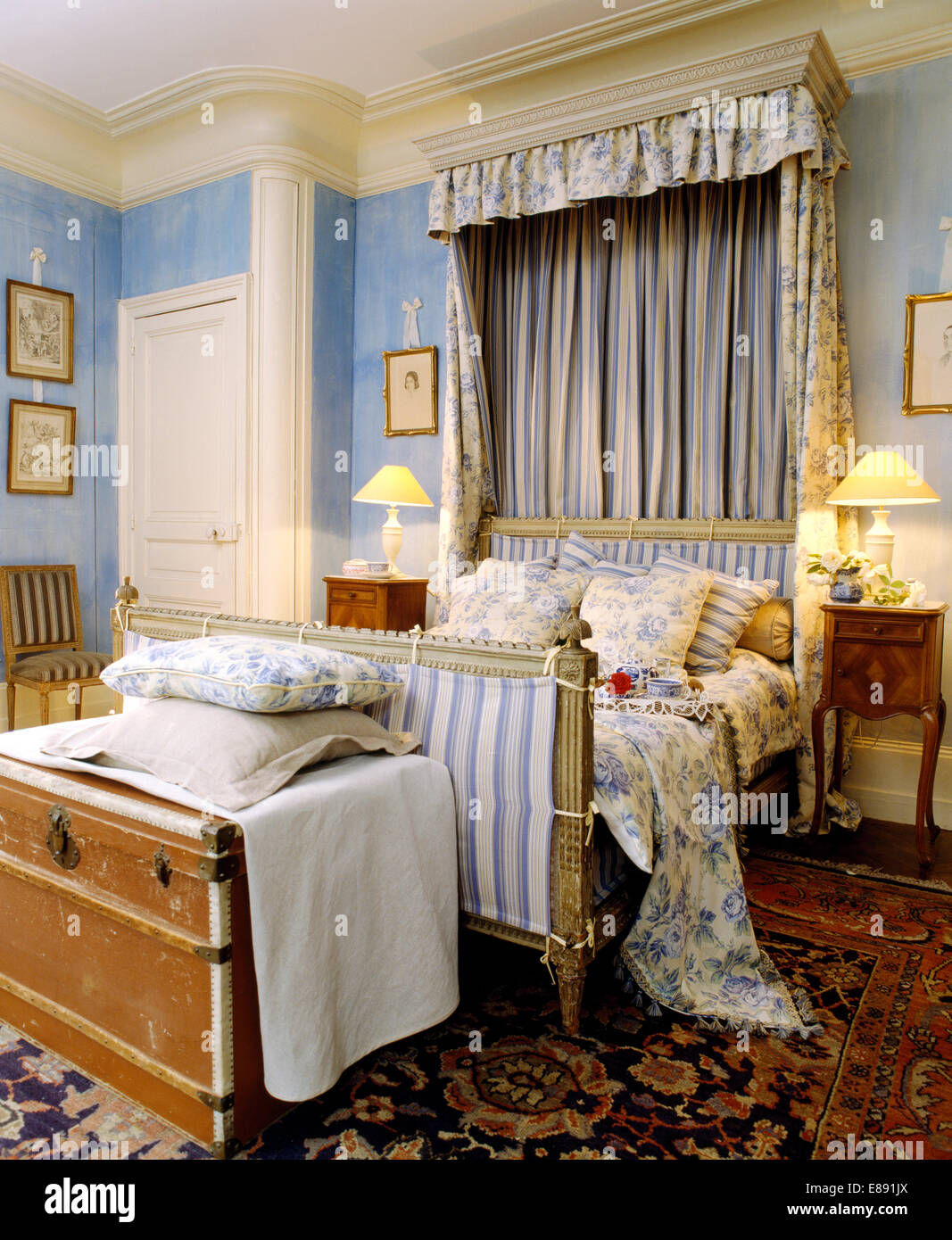 Blue+white floral drapes above bed with matching linen in blue ...