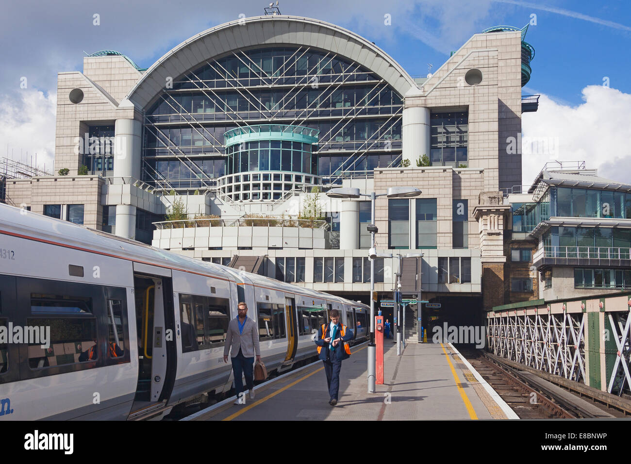 charing cross station the southern approach