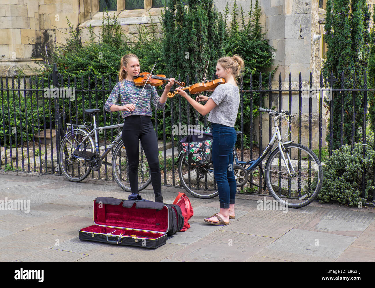 street-busking-duo-on-violins-cambridge-
